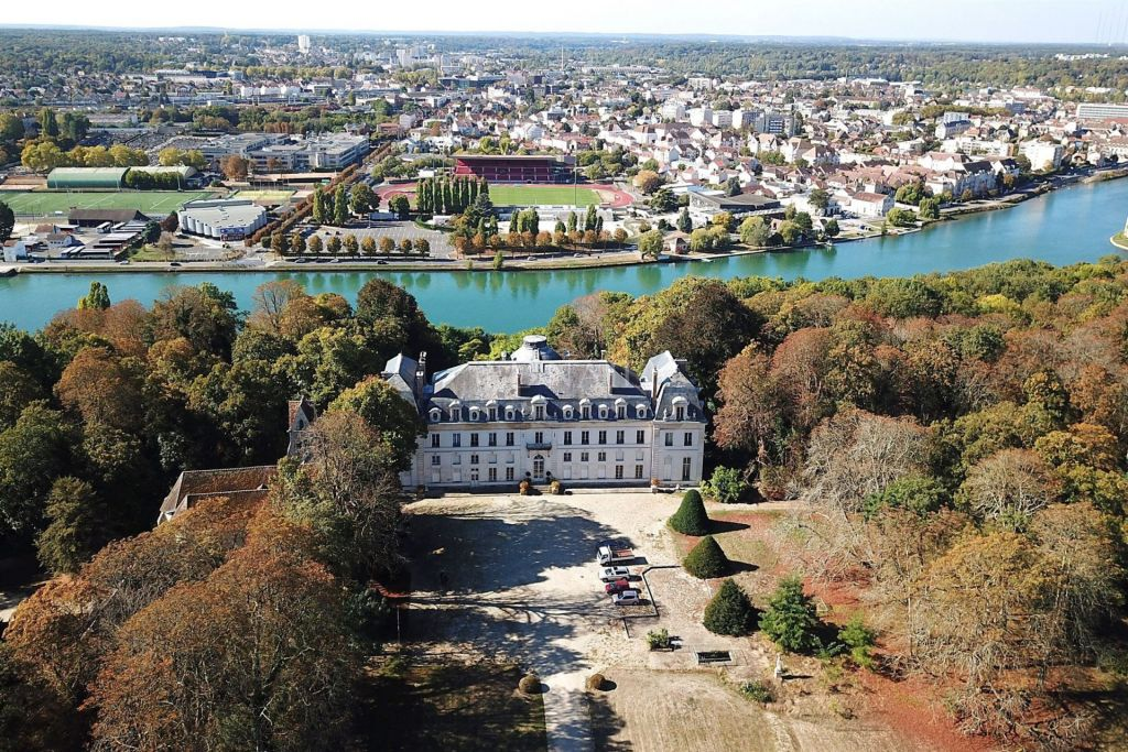 castle 55 rooms for sale on MELUN (77000) - See details