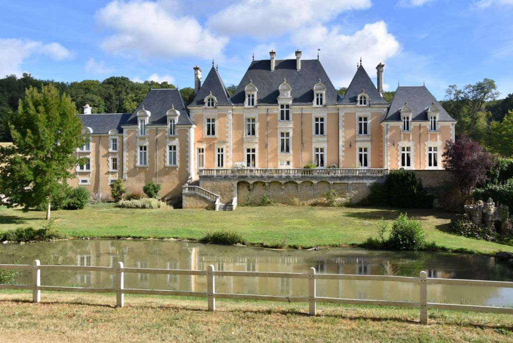 castle 22 rooms for sale on POITIERS (86000) - See details